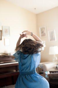 girl dancing.